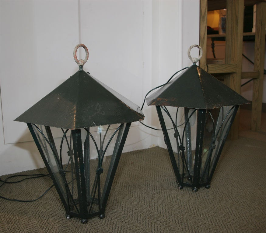 Pair of Dark Green Painted Metal Lanterns For Sale 1