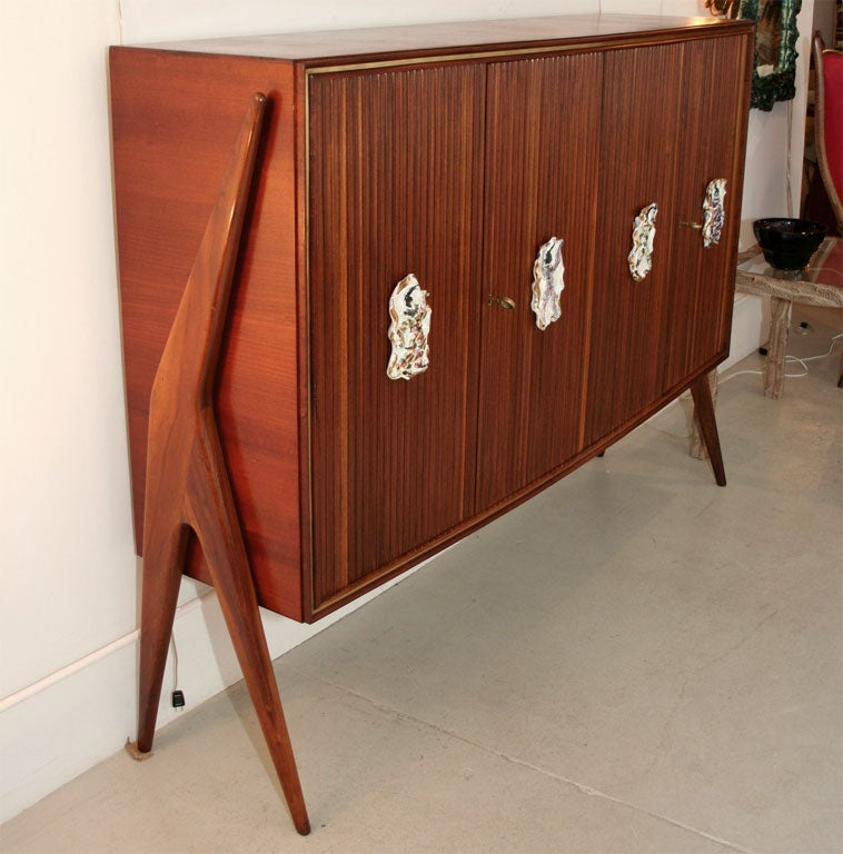 Custom made unique Italian four door sideboard in rosewood with brass inlay attributed to Osvaldo Borsani, circa 1950.  The four