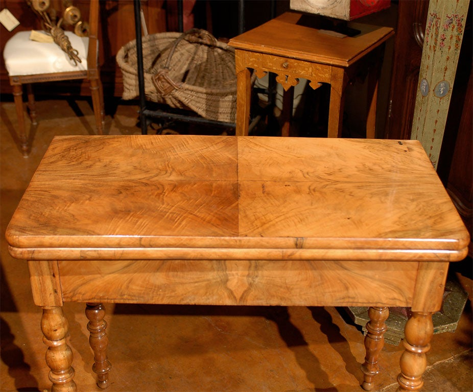 Walnut louis philippe game table at 1stdibs for Table ronde louis philippe