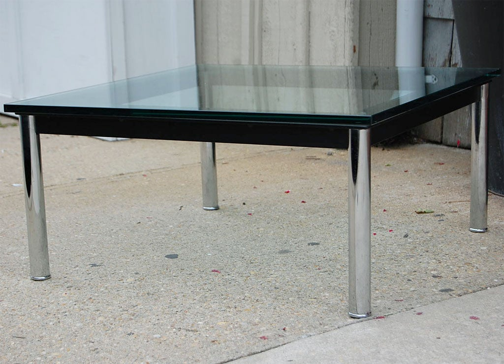 cassina lc10 p le corbusier cocktail table at 1stdibs. Black Bedroom Furniture Sets. Home Design Ideas