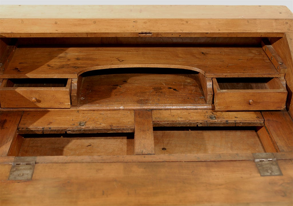 French 1750s Louis XV Walnut Slant Front Desk with Drawers and Cabriole Legs For Sale 2