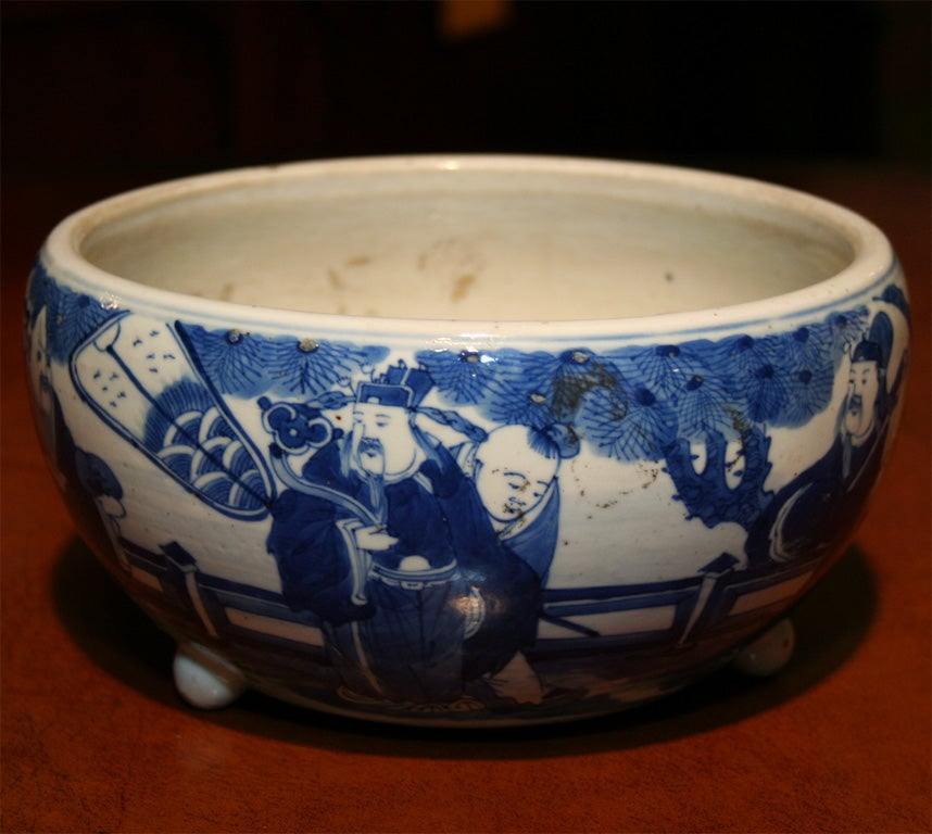 19th Century Chinese Qing Period Tongzhi Blue and White Porcelain Cachepot 4
