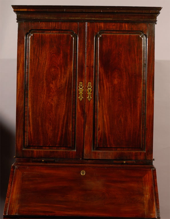 18th century English Bureau Bookcase in Mahogany, ca. 1760 In Excellent Condition For Sale In Atlanta, GA