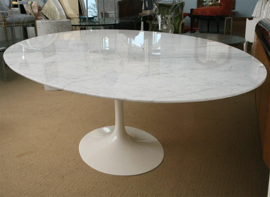 vintage saarinen oval marble dining table at 1stdibs. Black Bedroom Furniture Sets. Home Design Ideas