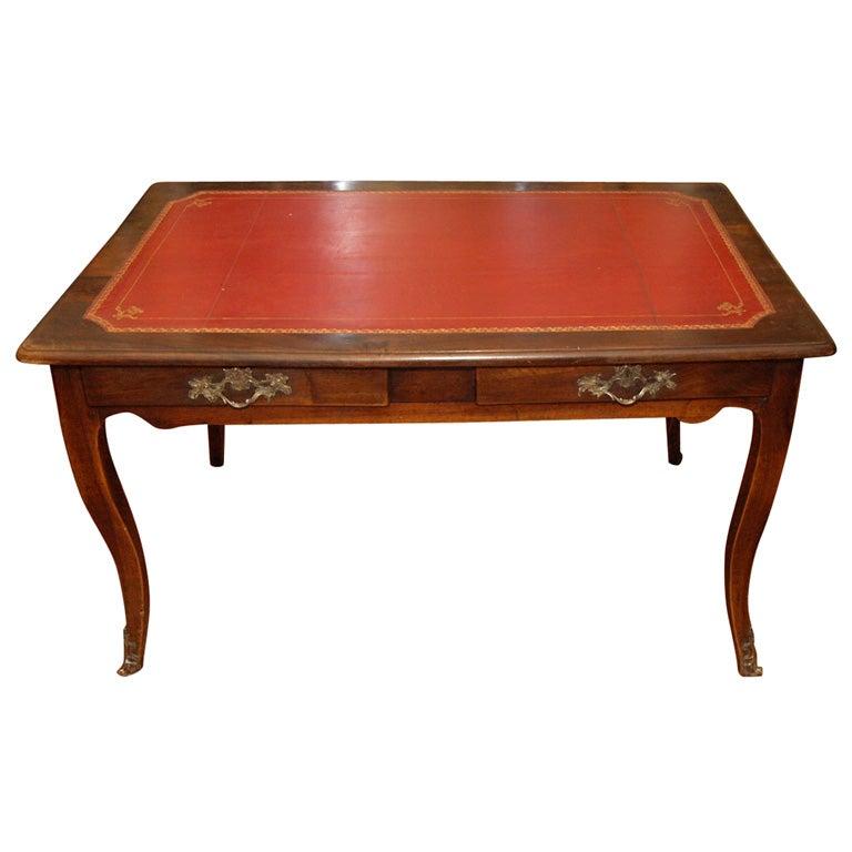 louis xv walnut provencal bureau plat for sale at 1stdibs. Black Bedroom Furniture Sets. Home Design Ideas