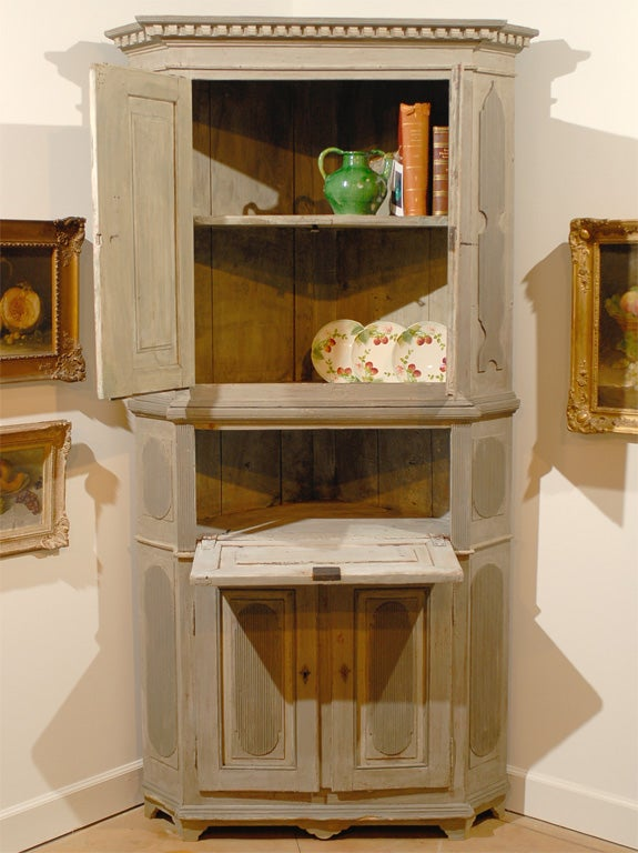 Late 18th century painted Swedish Gustavian corner cupboard, circa 1790. Please note this item is an antique and is one of a kind.
