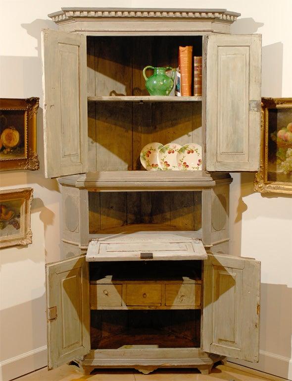 Late 18th Century Painted Swedish Gustavian Corner Cupboard In Good Condition For Sale In Atlanta, GA