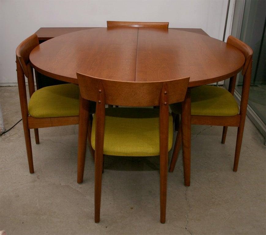 1950s dining table with 4 chairs by Conant BallRussell  : IMG6360 from www.1stdibs.com size 869 x 768 jpeg 77kB