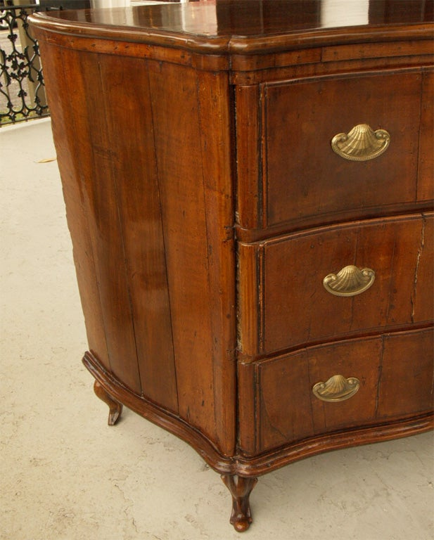 18th c ITALIAN WALNUT COMMODE For Sale 1