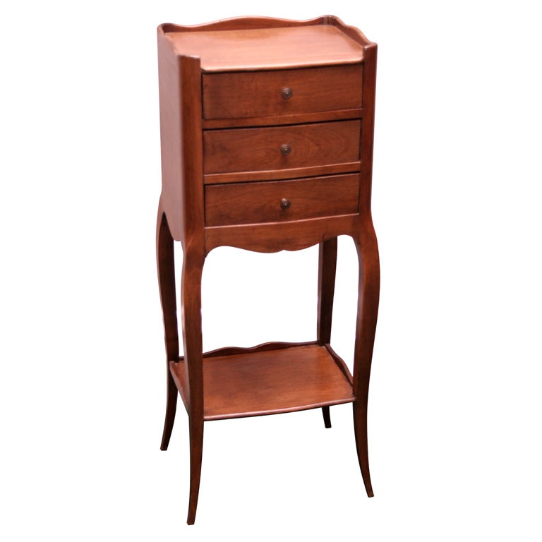 Petite three drawer side table at 1stdibs for Petites tables pliantes