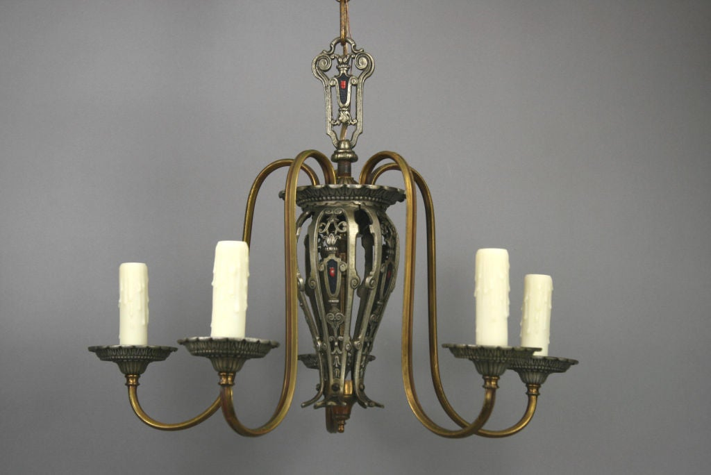 Five-Arm Tudor Style Chandelier In Excellent Condition For Sale In Douglas Manor, NY