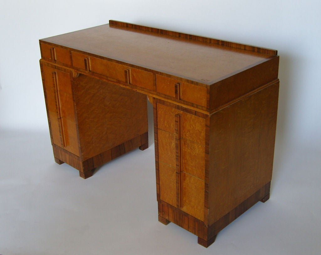 Bird's-Eye Maple and Walnut Art Deco Desk In Good Condition For Sale In Long Island City, NY