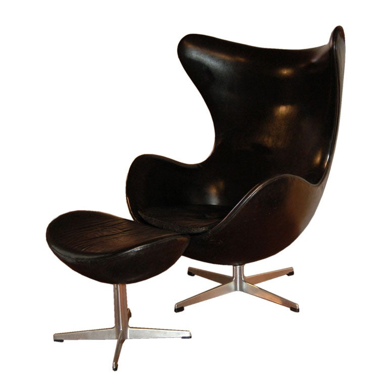 vintage leather egg chair and ottoman by arne jacobsen at 1stdibs. Black Bedroom Furniture Sets. Home Design Ideas