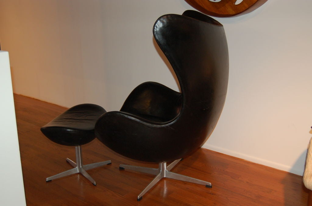 Vintage Leather Egg Chair And Ottoman By Arne Jacobsen At 1stdibs