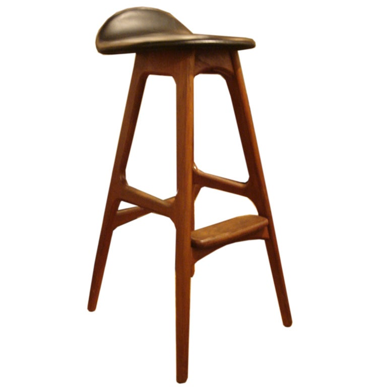 wood and black leather bar stools by erik buck at 1stdibs. Black Bedroom Furniture Sets. Home Design Ideas