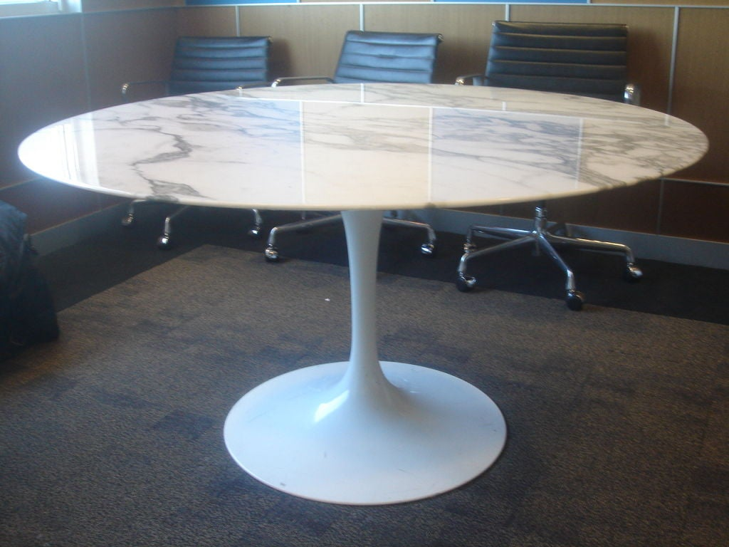 Knoll Saarinen White Dining Table With 54 Inch Round Marble Top At 1stdibs