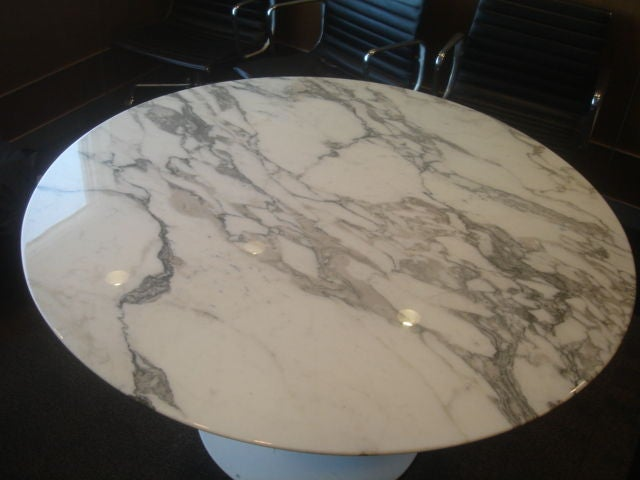 Knoll Saarinen White Dining Table with 54 Inch Round