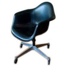 Vintage Swivel Desk Chair In Black Leather By Charles Eames For Sale