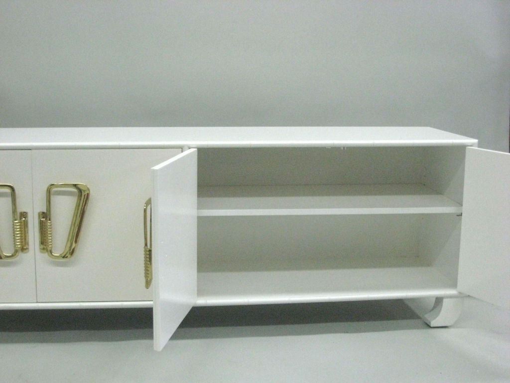 Italian Midcentury Hollywood Regency White Lacquered Sideboard or Credenza, 1970 In Good Condition For Sale In New York, NY