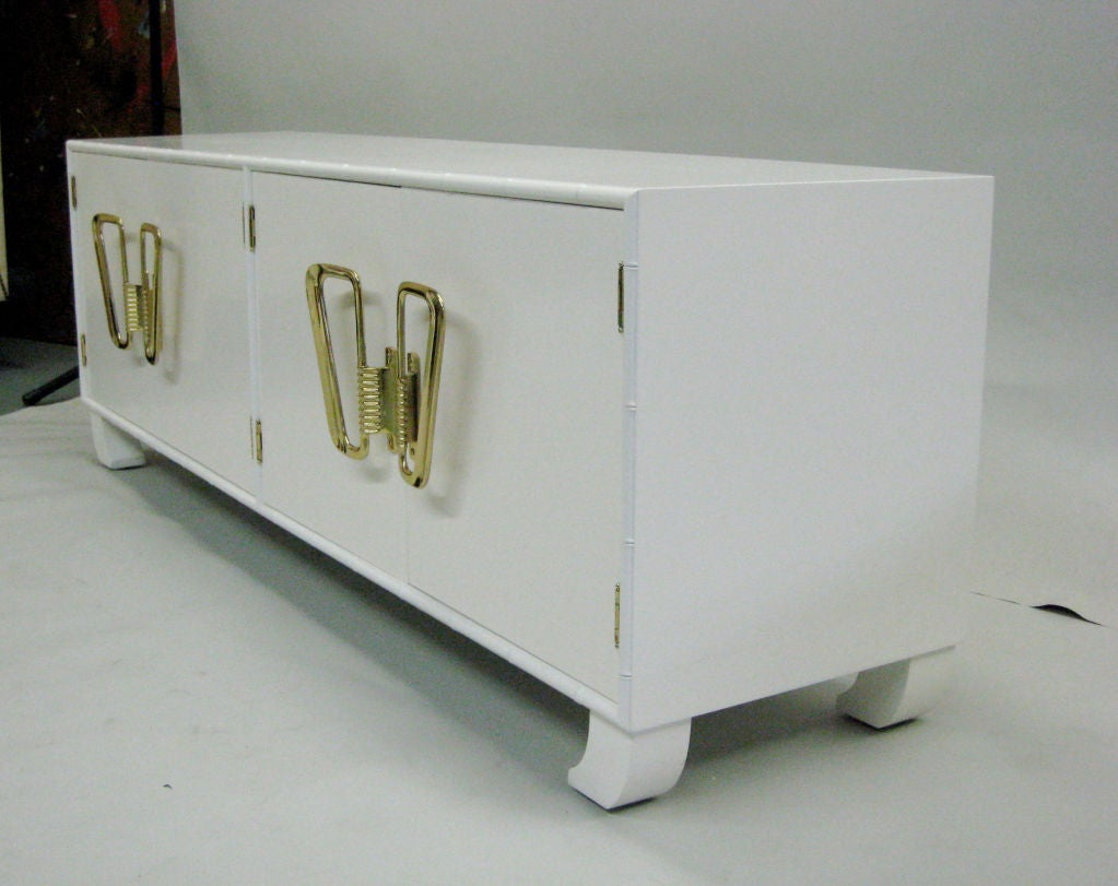 Italian Mid-Century Modern White Lacquered Sideboard or Credenza, 1970 In Good Condition For Sale In New York, NY