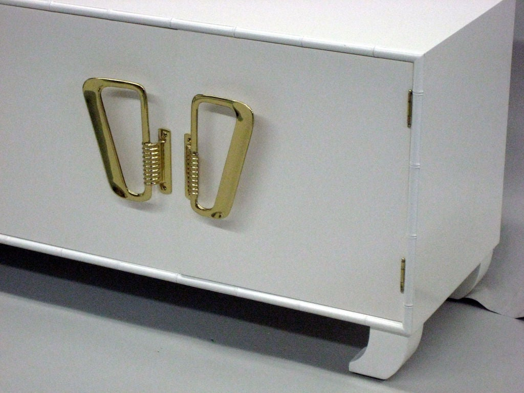 Italian Mid-Century Modern White Lacquered Sideboard or Credenza, 1970 For Sale 1