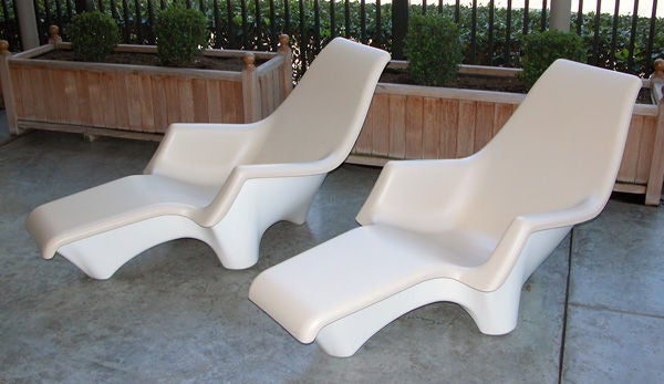 Sculpted Pair Of American 1960s Fiberglass Lounge Chairs
