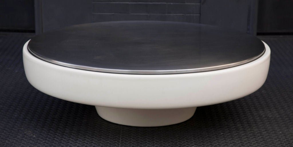 Space Age Large Low Round Cocktail Table By Steelcase At 1stdibs