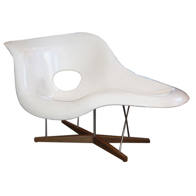 Charles eames la chaise lounge chair by vitra at 1stdibs for Chaise eames rose pale