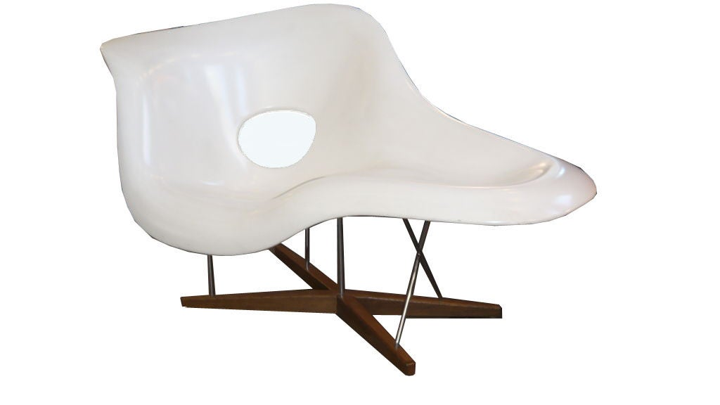 Charles eames la chaise lounge chair by vitra at 1stdibs for Imitation chaise vitra
