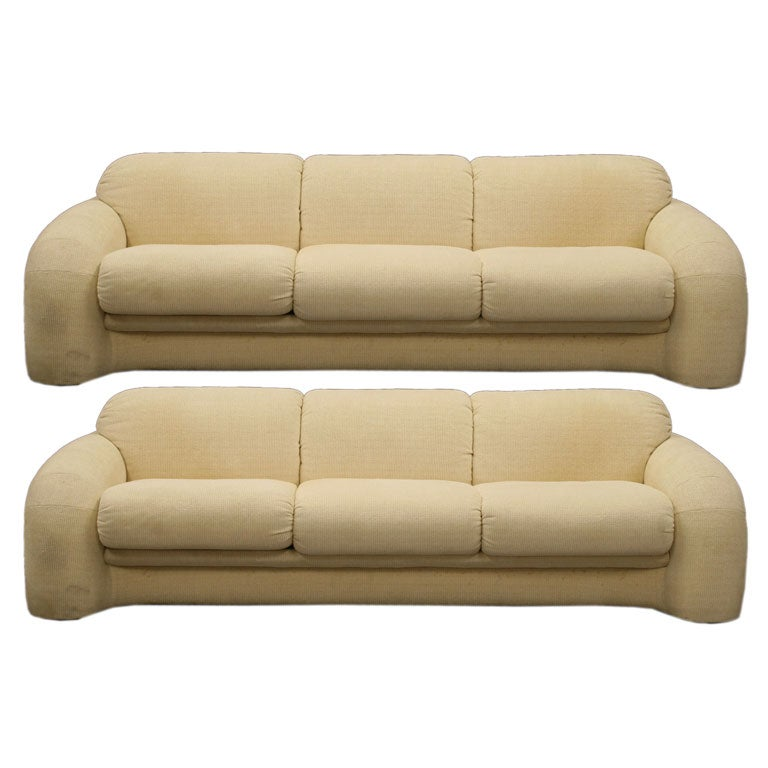 Pair of sofas american at 1stdibs for American sofa berlin