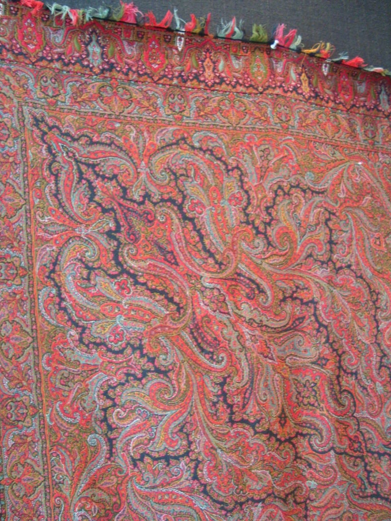 Antique Kashmir Wool Paisley Shawl In Good Condition For Sale In NYC, NY
