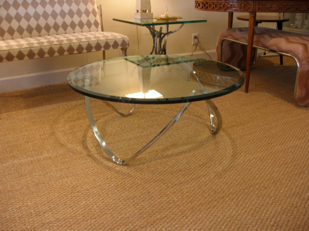 sculptural chrome and glass round cocktail table at 1stdibs. Black Bedroom Furniture Sets. Home Design Ideas