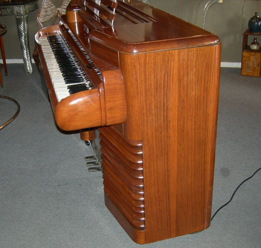 Art Deco RCA 1939 Electric Piano by John Vassos In Good Condition For Sale In Los Angeles, CA