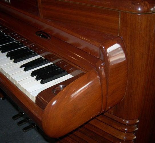 Art Deco RCA 1939 Electric Piano by John Vassos For Sale 1