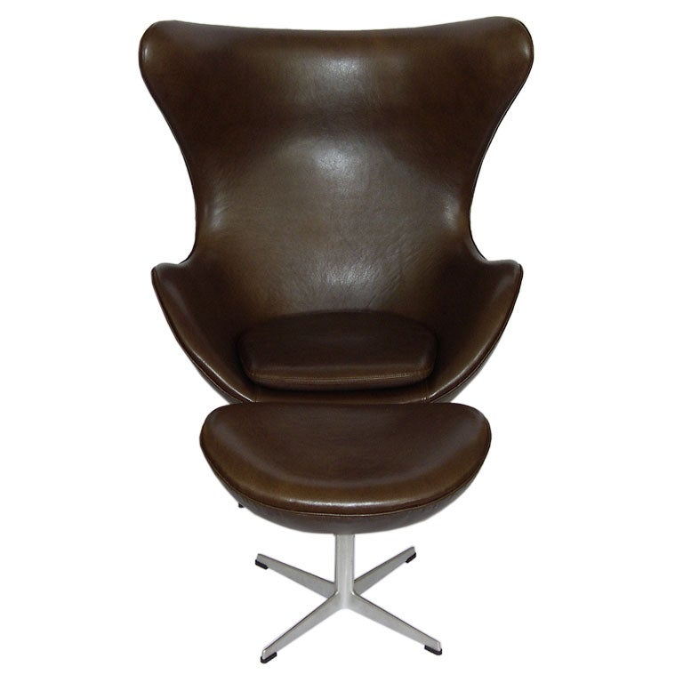 fantastic egg chair w ottoman in brown leather by arne jacobson at 1stdibs. Black Bedroom Furniture Sets. Home Design Ideas
