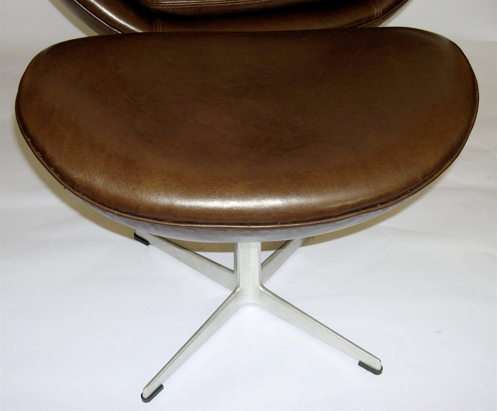 fantastic egg chair w ottoman in brown leather by arne. Black Bedroom Furniture Sets. Home Design Ideas