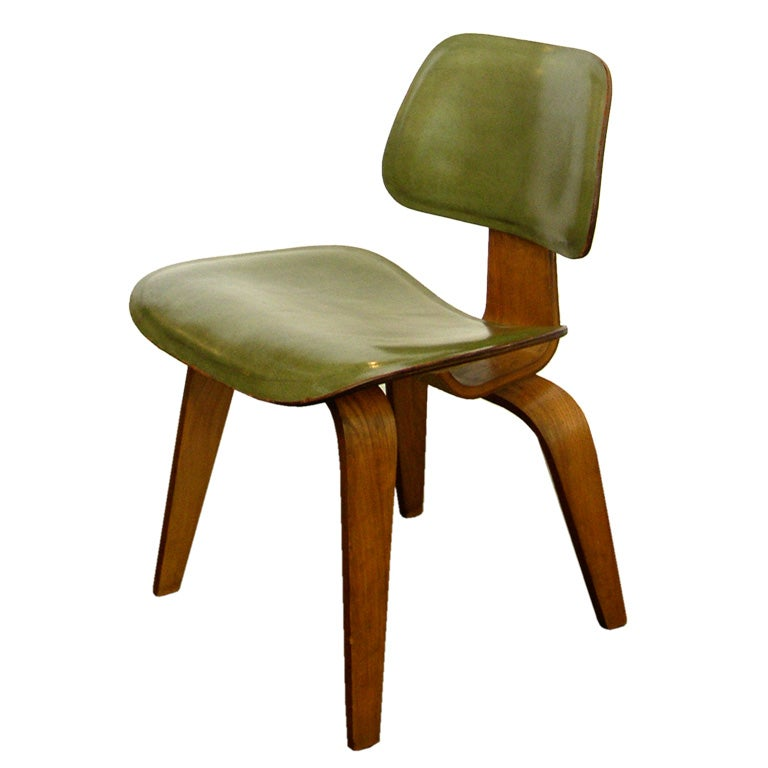 Rare eames original green leather clad lcw at 1stdibs - Fauteuil eames original ...