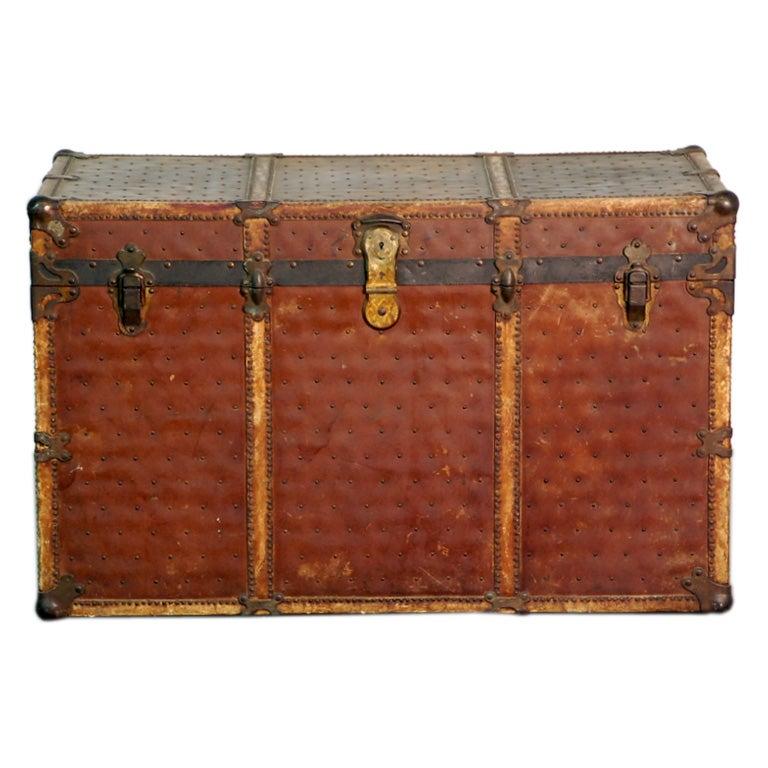 Large vulcanized fibre trunk / blanket chest