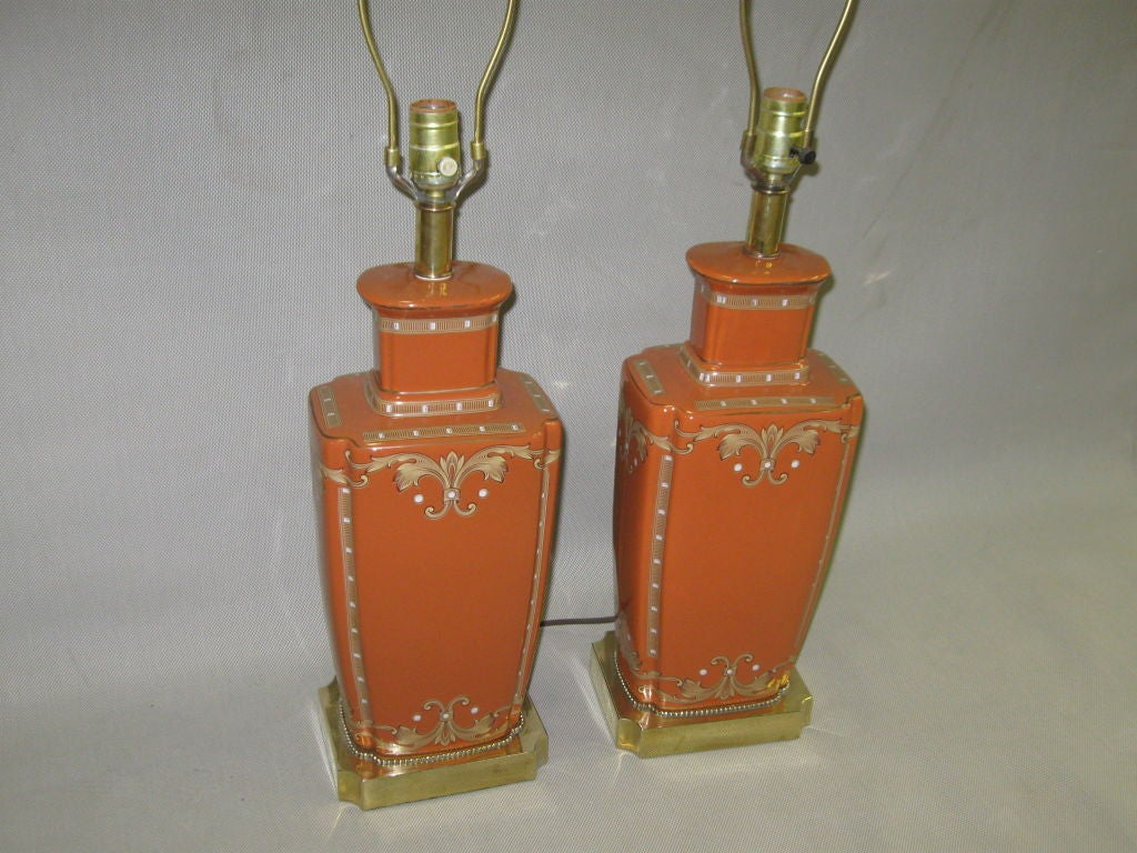 Italian PAIR OF CERAMIC AND GOLD TABLE LAMPS For Sale