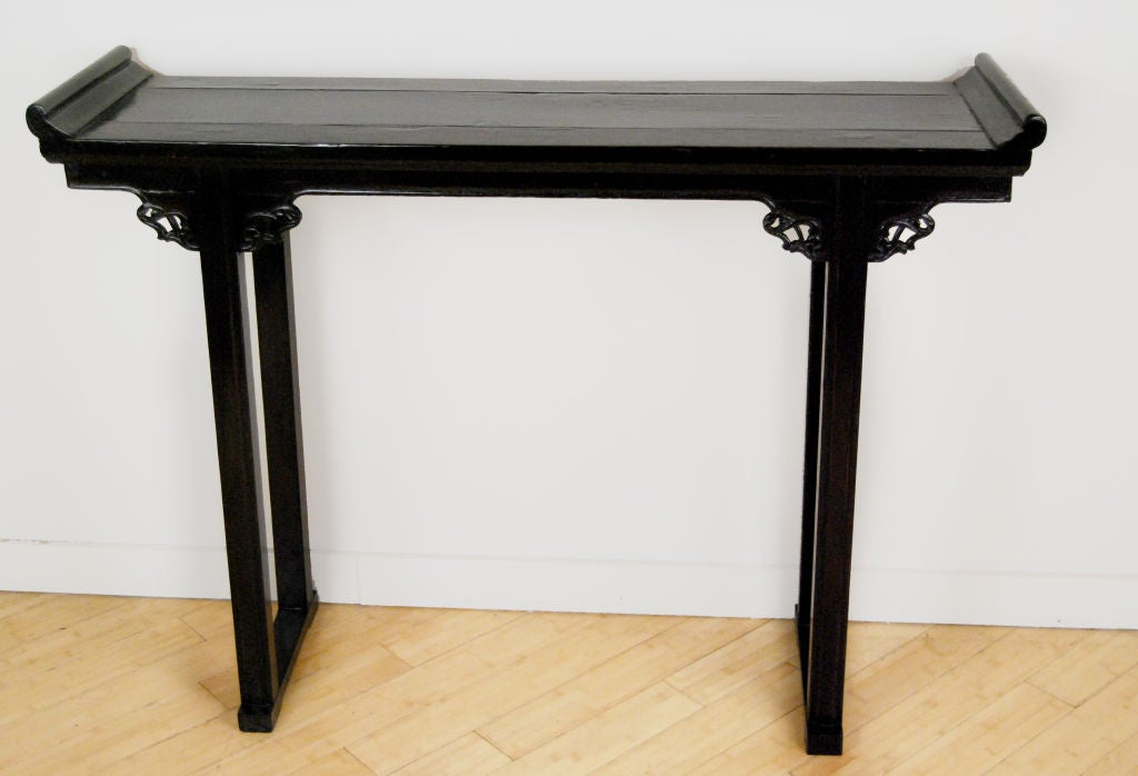 petite chinese console table at 1stdibs. Black Bedroom Furniture Sets. Home Design Ideas