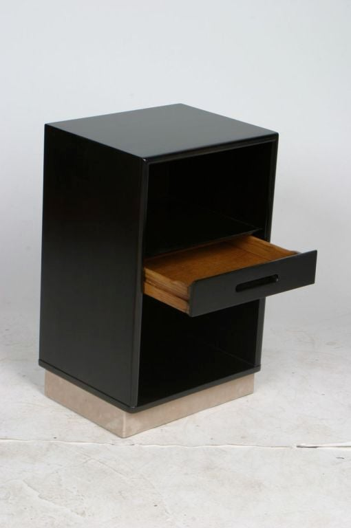 Pair of Edward Wormley for Dunbar Nightstands with Leather Bases 2