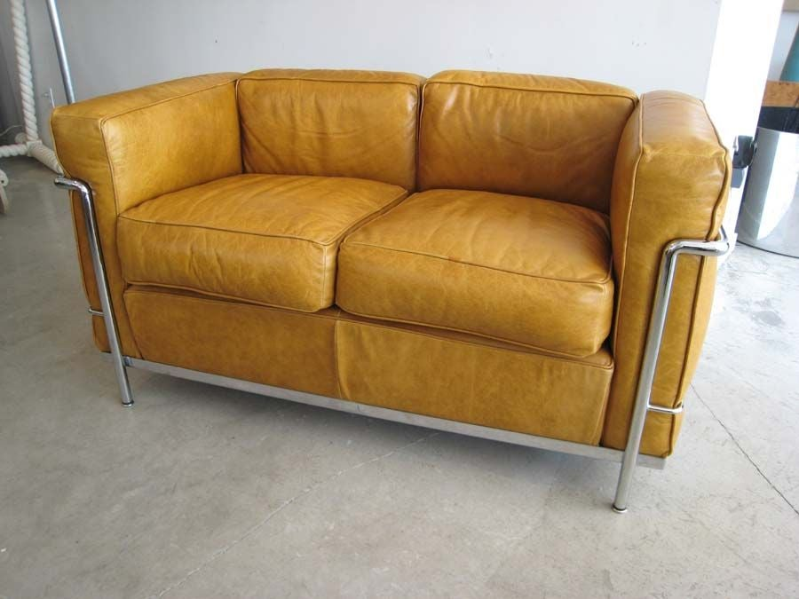 Cassina le corbusier settee sofa bauhaus style at 1stdibs for Bauhaus sofa le corbusier