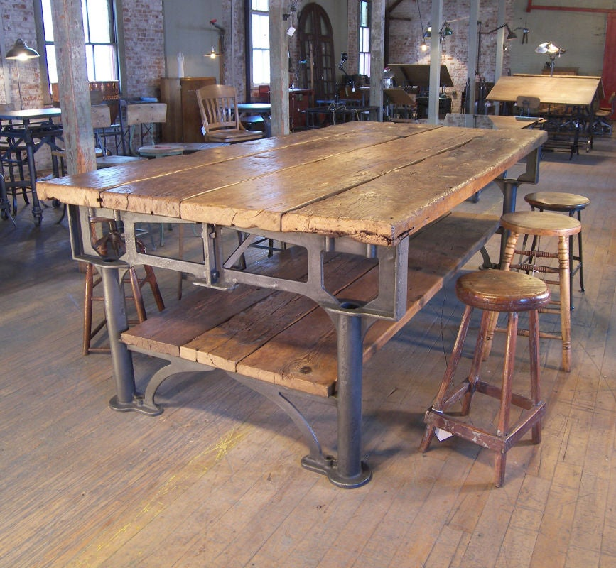 Vintage industrial cast iron and wood display work bench - Table haute style industriel ...