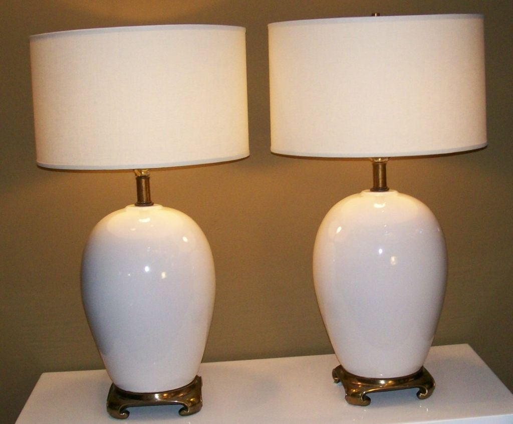 pair of white ginger jar ceramic lamps at 1stdibs. Black Bedroom Furniture Sets. Home Design Ideas