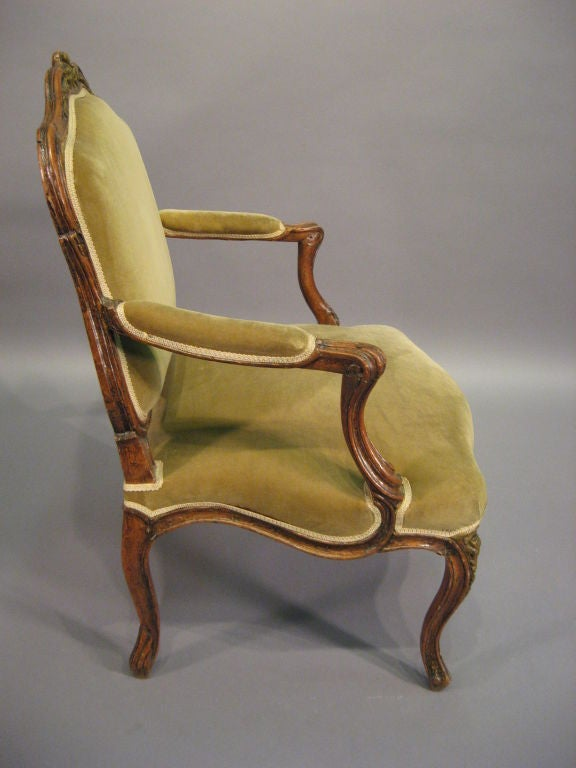 Louis XV Fauteuil in Walnut with Painted Accents, France c. 1760 In Good Condition For Sale In Atlanta, GA