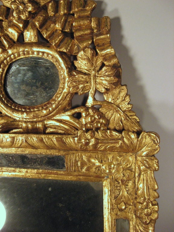 Petite Louis XVI Gilt-wood Mirror with Crest, France, c. 1780 4