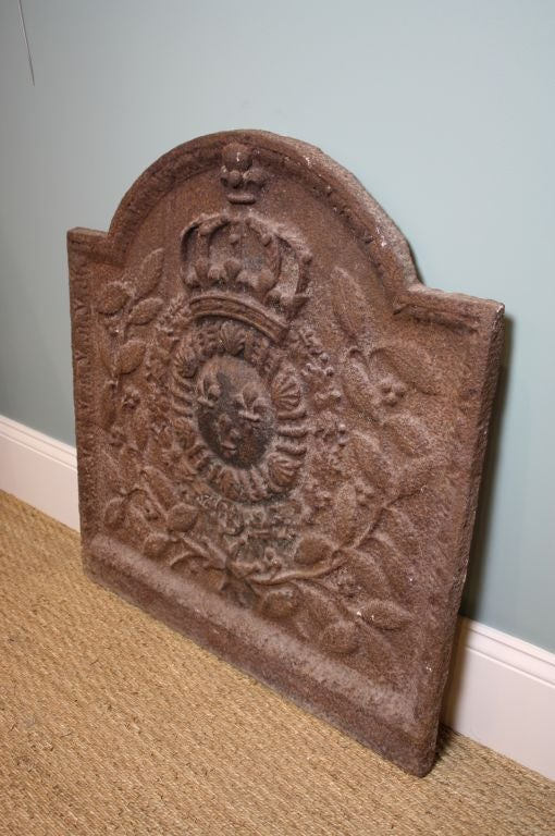 Nice French cast iron fireback with King's crown, fleur de lis on shield and Maltese cross framed by laurel leaves. Please note that since the photos were taken, the finish on the fireback has been blackened. Ask for updated photos if interested.