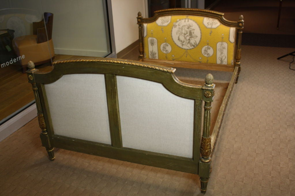 18th Century and Earlier French Louis XVI Period Painted Daybed For Sale