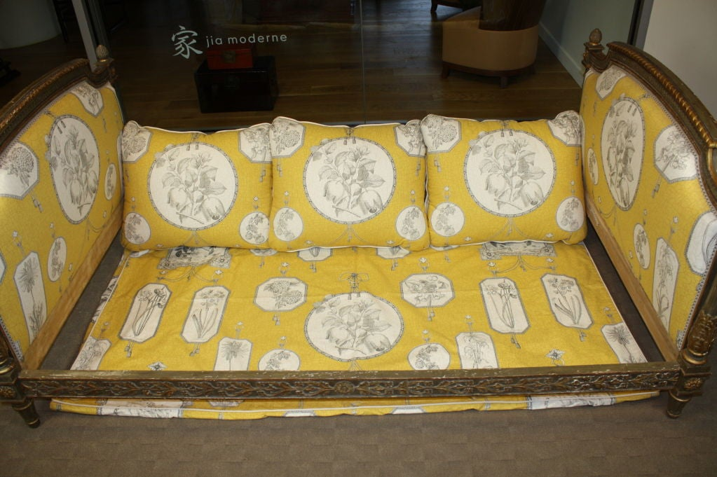 Wood French Louis XVI Period Painted Daybed For Sale