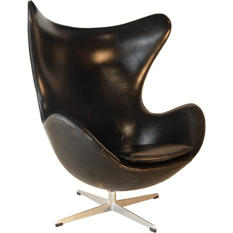 arne jacobsen egg chair original vintage black leather at 1stdibs. Black Bedroom Furniture Sets. Home Design Ideas